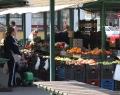 Orosházi piac a helyi termelők standjaival