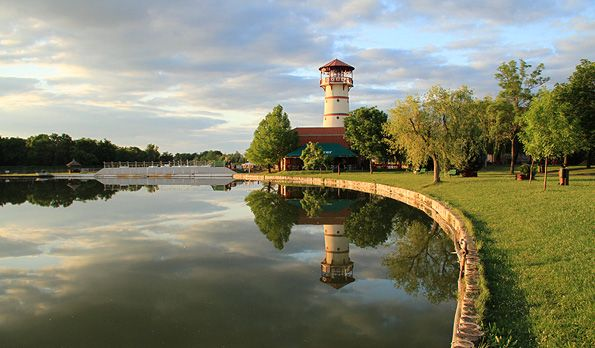<span class='bovebben'>More</span><span class='title'>The pearl of the great hungarian plain</span><span class='text'>Discover our thermal bath, indoor pools and park beach in Orosháza-Gyopárosfürdő!</span>
