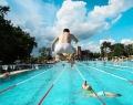 Ugrás az 50 méteres sportmedencébe